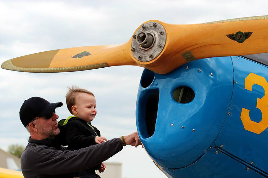 Lifting a toddler to see the PT-19
